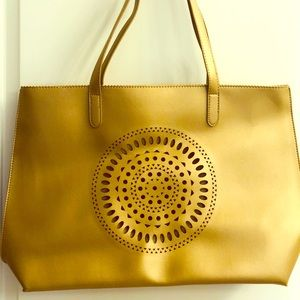 Neiman Marcus Large tote bag in gold